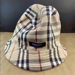 🌟New Listing Burberry London Hat